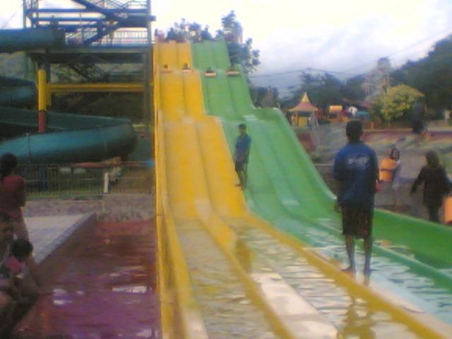 Arena meluncur Mifan Waterpark