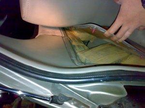 Paket ganja disembunyikan didinding mobil